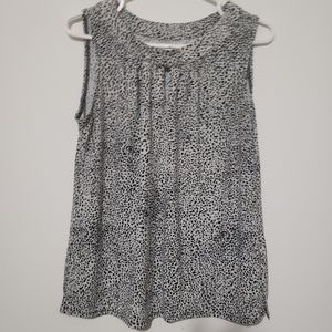 Tradition sleeveless top key hole front size Small